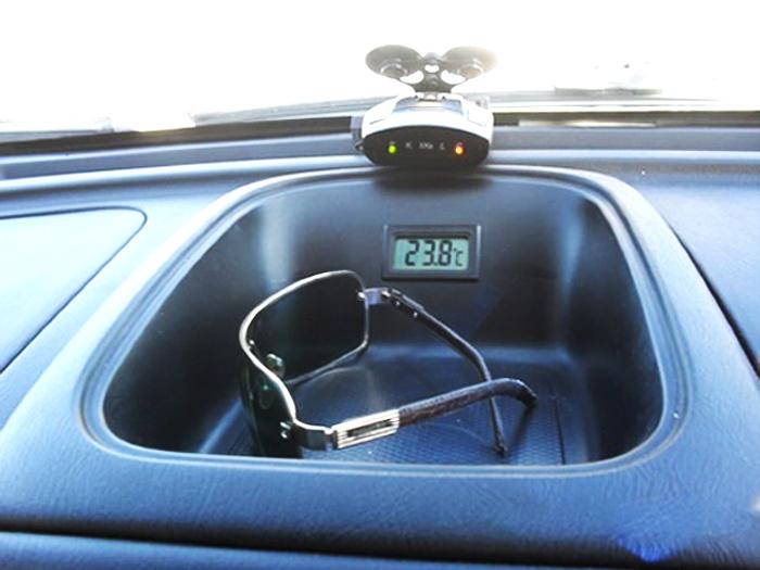 устанавливаем термометр в автомобиль