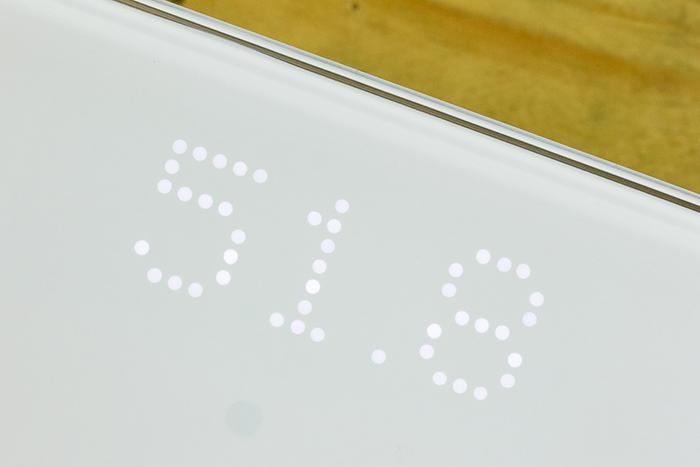 значение веса выводится с помощью светодиодов