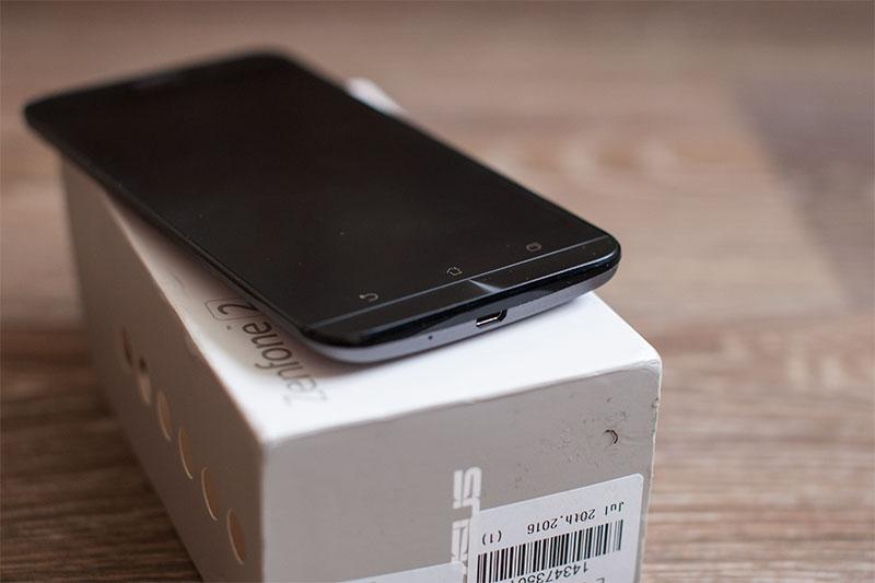 порт зарядки смартфона