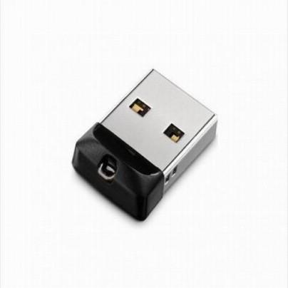 Миниатюрная флешка USB 2.0 на честные 8 GB