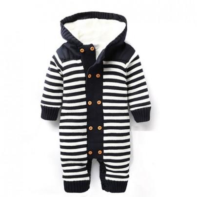 Зимний костюм с полосками для ребенка возрастом до 1 года.